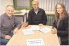 Zweckverbandsvorsteher Volkert Petersen (Mitte) erläutert mit seinen Vertretern Anja Stoetzel und Wilhelm Krumbügel das weitere Vorgehen