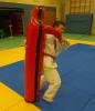 Benedikt Großmann mit Judo-Wurfpuppe